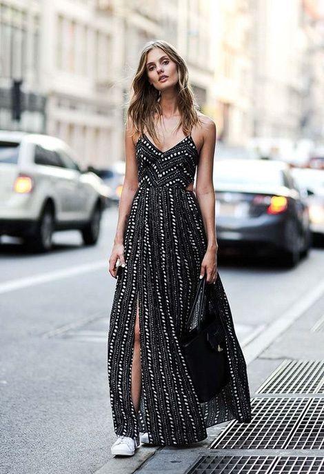 Une longue robe fendue perlée