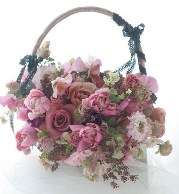 バッグブーケ ピンクのフリルと黒のレース : 一会 ウエディングの花