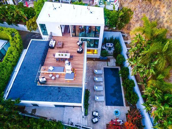 Adora-Couple Emily Blunt and John Krasinski List 'Sexy' Home at $8M - Yahoo Finance Canada