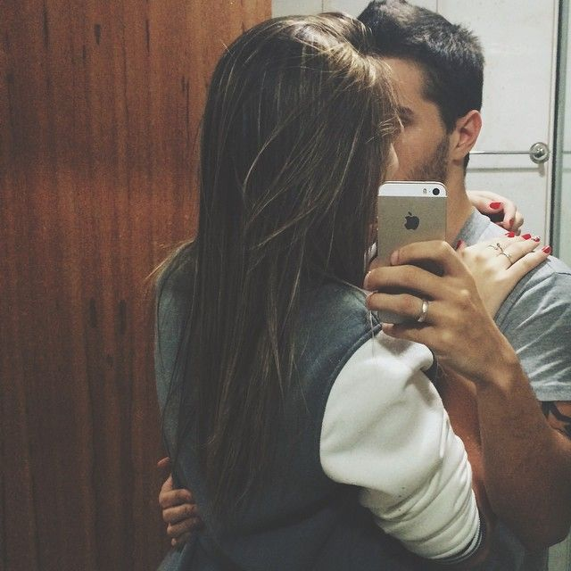 How to get a girl to kiss you without dating