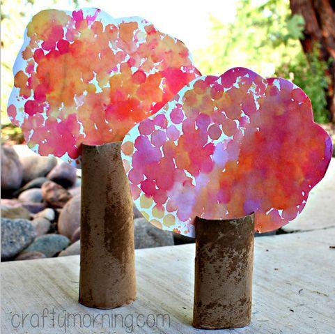 Träd av toarullar, pyssel med toarulle, barnpyssel, enkelt pyssel för barn, vattenfärger
