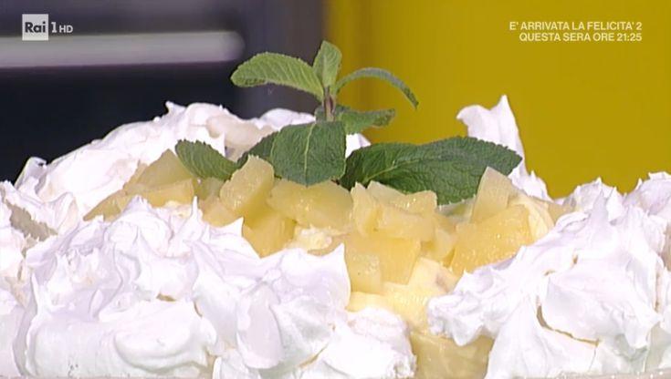 """La ricetta della pavlova con ananas di Anna Moroni del 7 marzo 2018, a """"La prova del cuoco"""". Una torta semplice e senza glutine."""