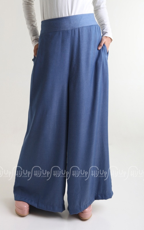 Hairstyle Kulot : Cant deny comfy jeans. Its Kulot Jeans by Cottonese on www.hijup.co...