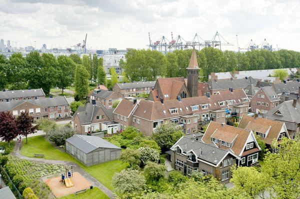 'Het RDM-dorp'(R'damse Droogdok Maatschappij) Logische bijnaam voor Heijplaat.