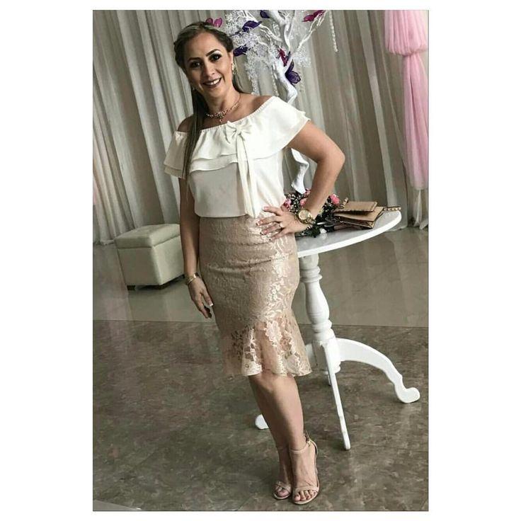 """41 Me gusta, 2 comentarios - Yadira  Coronado (@yadiracoronadodesigner) en Instagram: """"Guapísima luciendo nuestra marca luce @yamiledube en un traje de 2 piezas  en tonos dorado y crudo!…"""""""