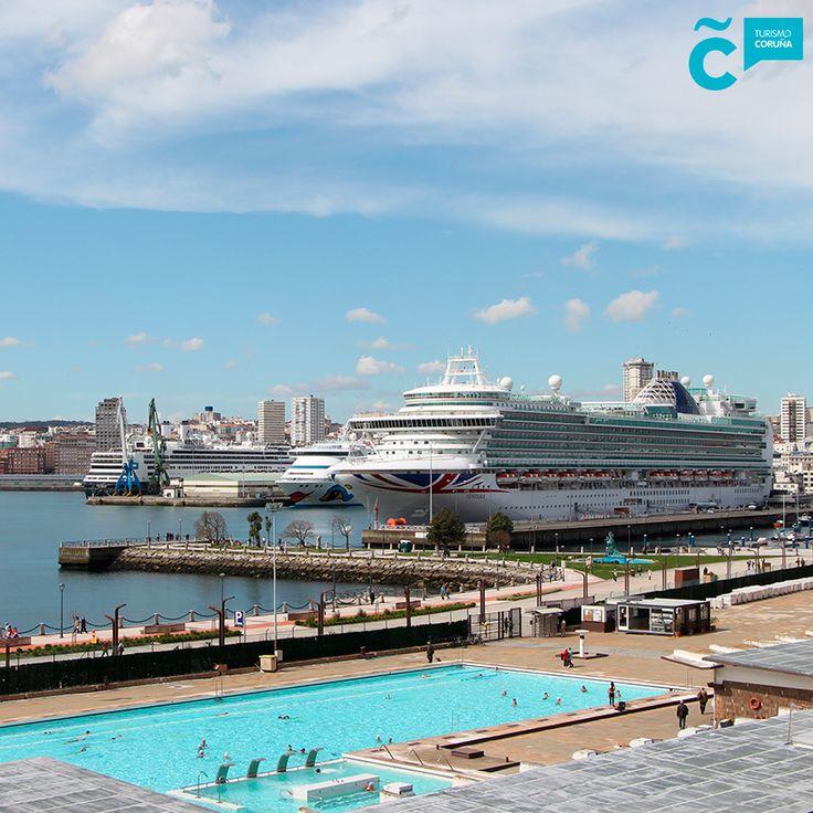 Hoy en el puerto de #ACoruña nos encontramos 3 #cruceros: el #Ventura (P&O Cruises), el #Aidavita (AIDA Cruises) y el #Rotterdam (Holland America Line) . Miles de visitantes pasearon por nuestras calles durante todo el día emoticona smile