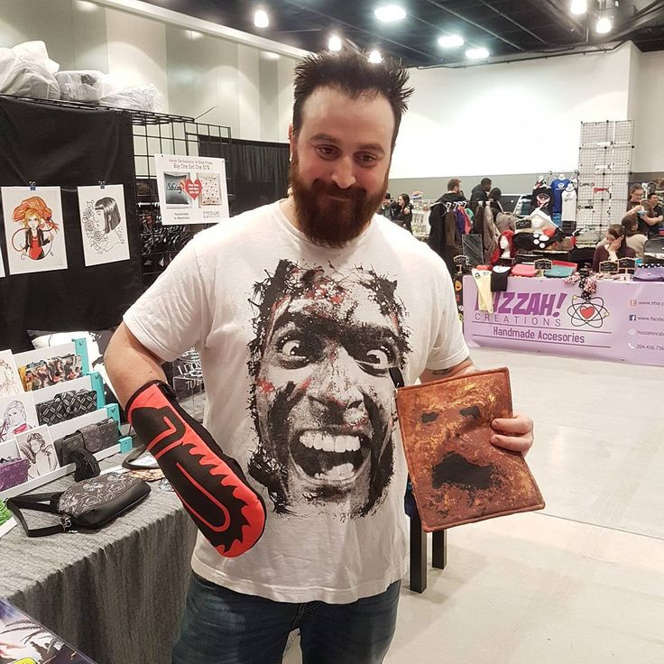 A wonderful Ash fan scooped up some essential kitchenware (my handmade chainsaw oven mitt and necronomicon pot holder) at Horror Con!