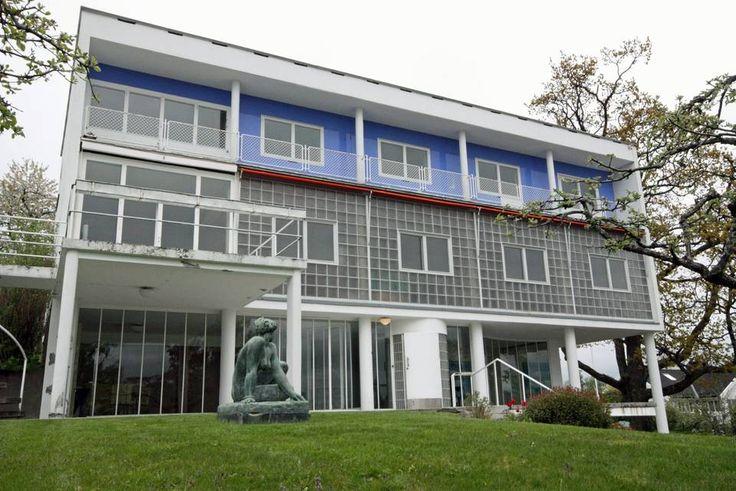 VILLA STENERSEN: Dette er et av funksjonalismens ikonbygg, tegnet av Arne Korsmo for finansmannen og kunstsamleren Rolf Stenersen. Bruken av blått i fasaden går igjen i flere av byggene fra den tiden.