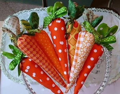 #crafts #Fabric carrots #tutorial stuffed with fiberfill and sewn shut. Would also be a cute #Easter favor container tied with a ribbon. #holiday