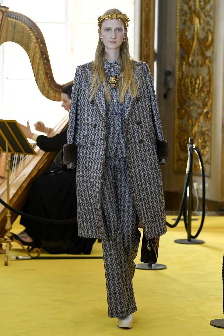 EVGENIA GL Gucci Resort 2018 Collection Photos - Vogue