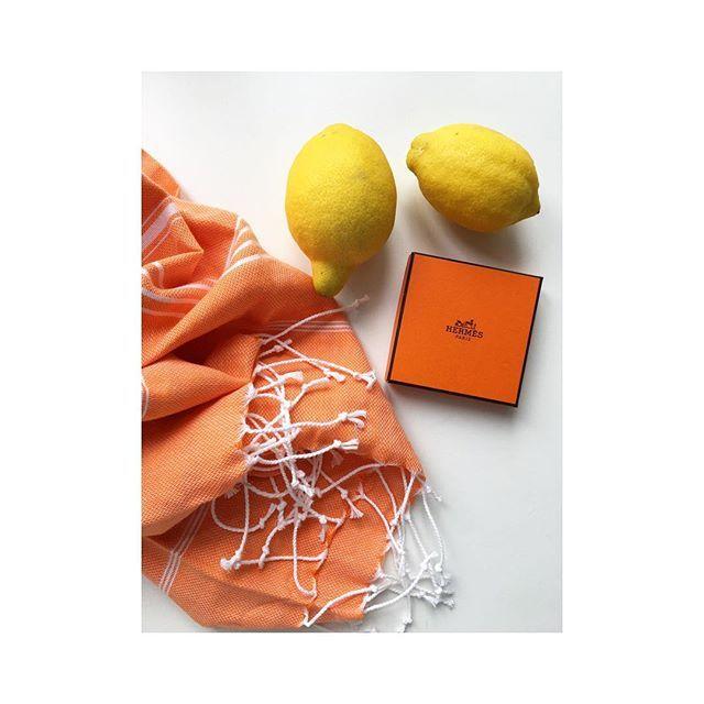 🍊🍋_______________________________________________________ #PestemalNo #Pestemal #Orange #Sultan #OnlineShopping #Summer #Towel #TurkishTowel #Lemon #Hermes #OrangeBox #summeressentials #peştemal
