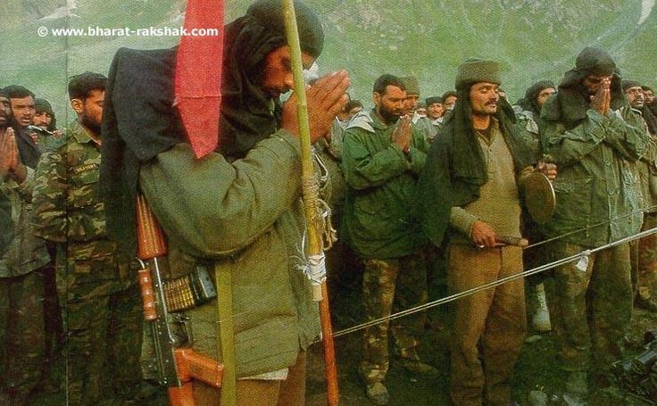 Officers & Jawans from the 2nd Rajputana Rifles pray before going into battle, to get back Tololing Top. Behind the jawan in the foreground (with a 5.56mm INSAS rifle) is Captain Vijayant Thapar. His face is partly hidden and is seen sporting a beard. Lieutenant Thapar laid down his life, in the capture of Tololing Top and was awarded the Vir Chakra posthumously for his valour.
