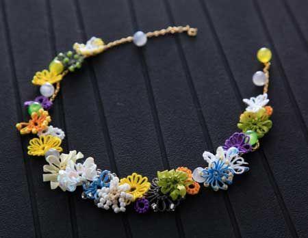 タティングレースでアクセサリー tatted flowers necklace beads ribbons