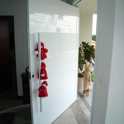 Esquadria de aluminio porta pivotante