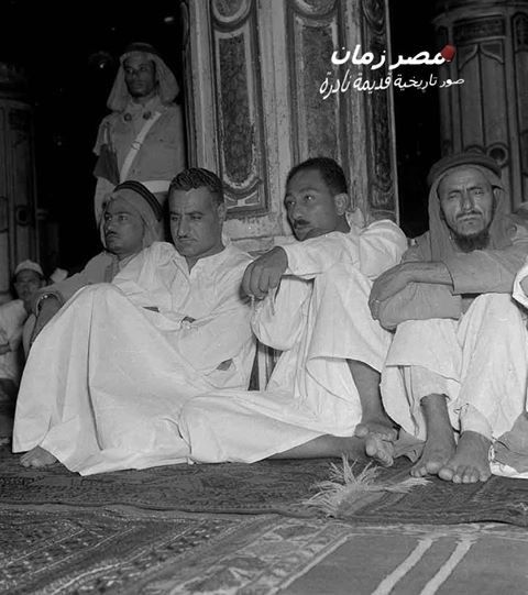 Image rare Gamal Abdel Nasser and Anwar Sadat in the Grand Mosque in Mecca