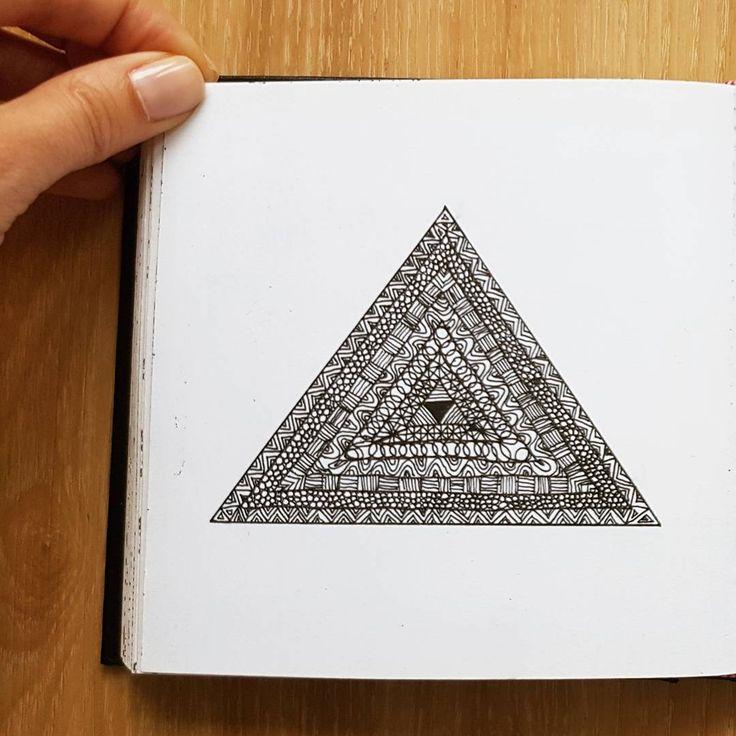 (@_barboring) #sketch #sketchbook #sketching #inkart #illustration #surfacedesign #surfacepattern #pattern #doodle #barboring