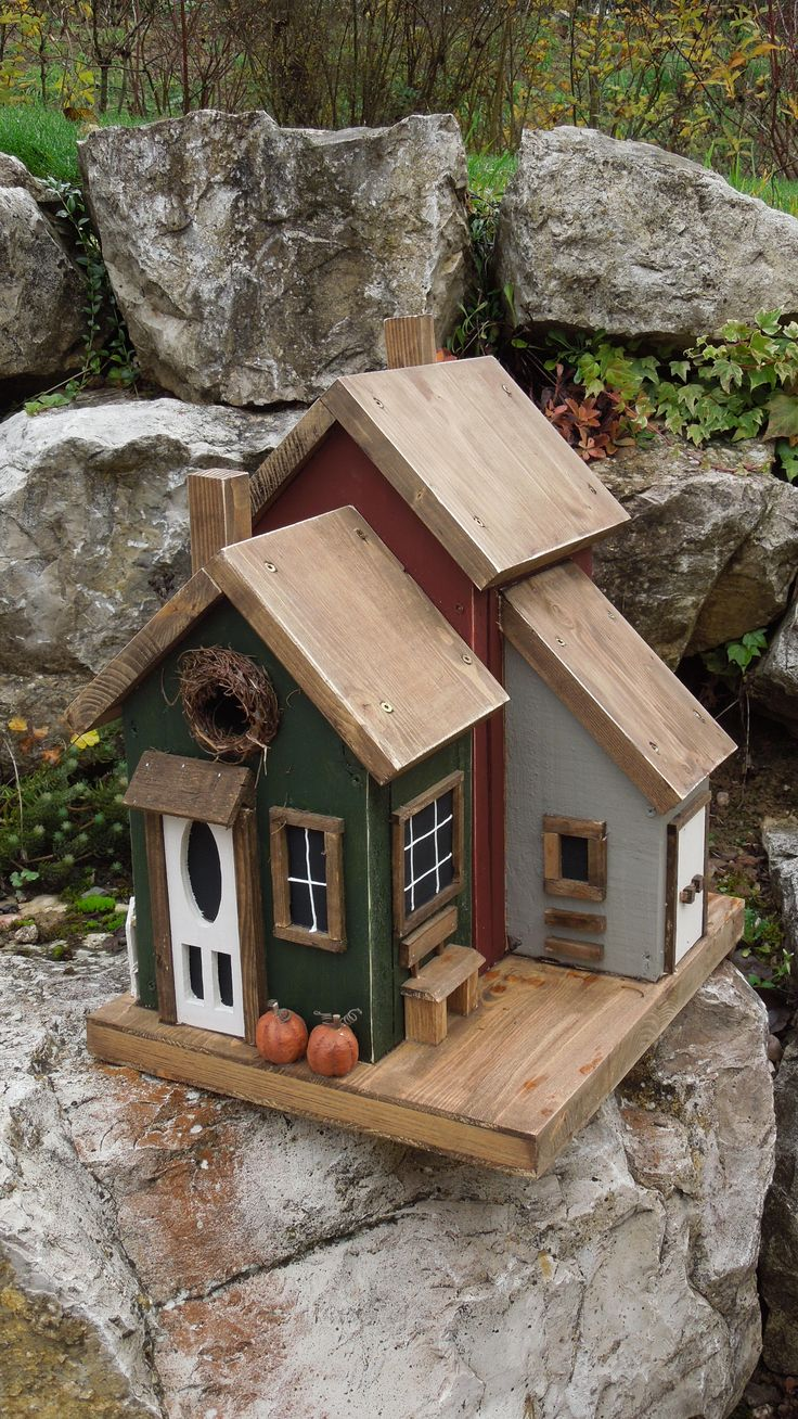 179 best birdhouses for country gardens images on for Best birdhouse designs