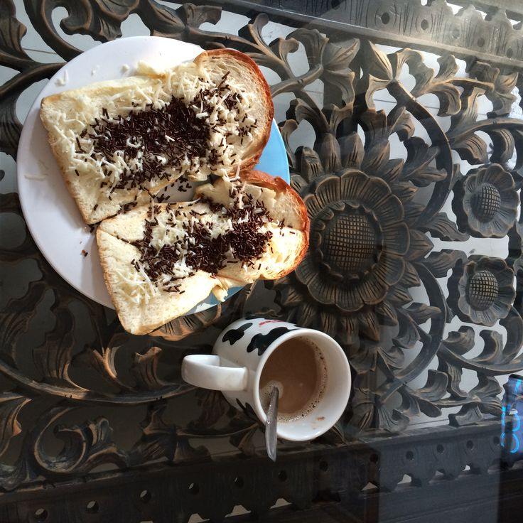 Once in a while enjoying clasico bread with chocolate sprinkles and cheese accompany your morning coffee routine :)