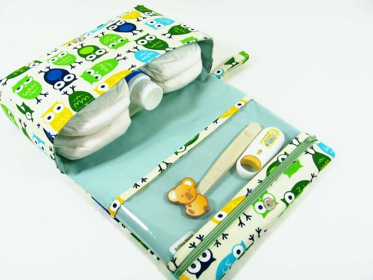 Owls diaper purse, small diaper bag, green diaper clutch with clear zipper pouch, baby bag, nappy bag -- Urban Zoologie by purseNmore on Etsy https://www.etsy.com/listing/97271838/owls-diaper-purse-small-diaper-bag-green