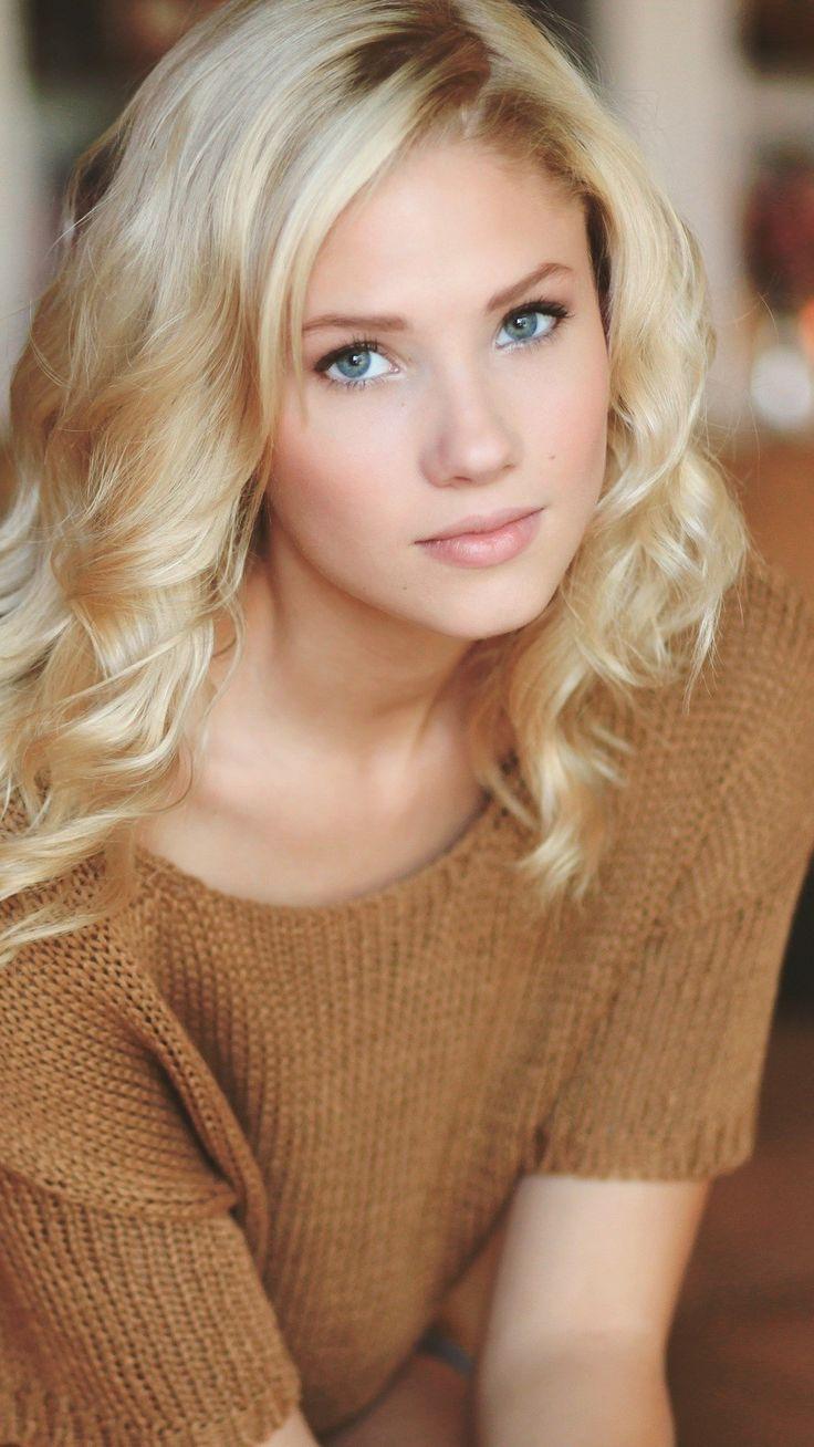 Busty Blonde Danielle face Berit-Birkeland-iPhone-Wallpaper