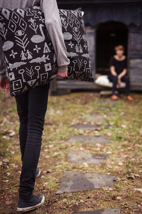 Saana ja Olli Maailman synty 100% Hemp fabric European Hemp Interior pillow Nordic design The best hemp textiles Made in Finland Avainlippu Valmistettu suomessa Hamppukangas Hampputekstiilit