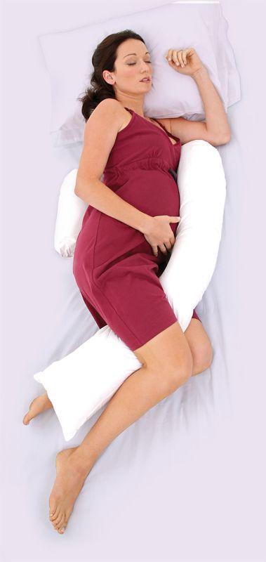Cuscino utile per dormire comode in gravidanza, può essere riutilizzato anche dopo la nascita del bambino come comodo cuscino da allattamento.