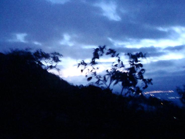 Amanhecer em Serra Negra, Bezerros, 4 am, dia 24 de novembro de 2012.