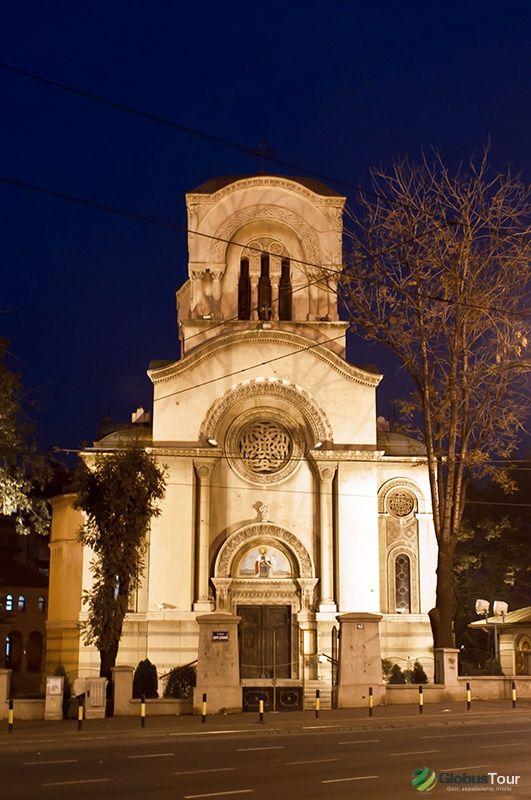 """Церковь св. Меншикову, находится еще одна постройка начала XIX века в классическом стиле - """"дом Сапожникова"""".  М. Кстати, информационные буклеты и ответы на интересующие вопросы."""