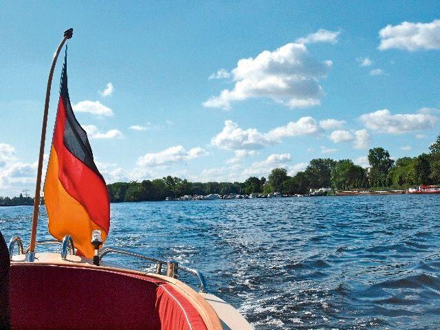 Boot Mieten Schiff Chartern Unsere Historischen Schonheiten Erwarten Sie Mitten In Berlin Partyschiff Schiff Boote