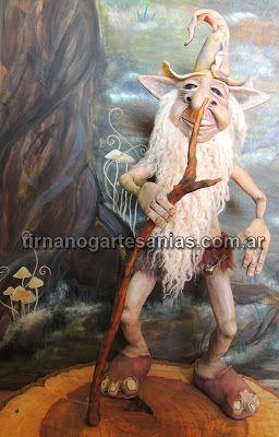 Sabio del bosque Escultura maciza realizada íntegramente en porcelana fría de 58cm. de altura