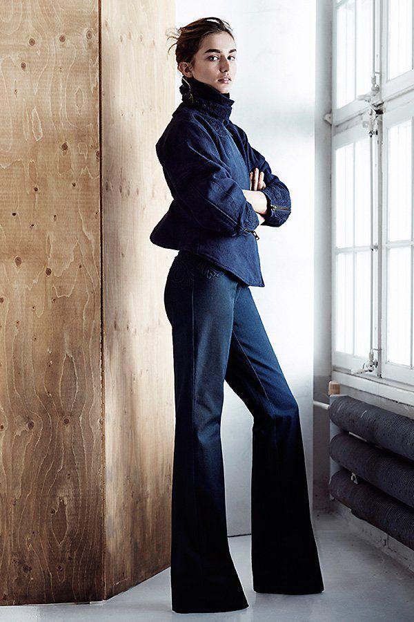 Wer strengere Looks mag: Blazer mit Stehkragen aus 100 % Bio-Baumwolle (um 80 Euro) aus der H&M Conscious Exclusive Kollektion.