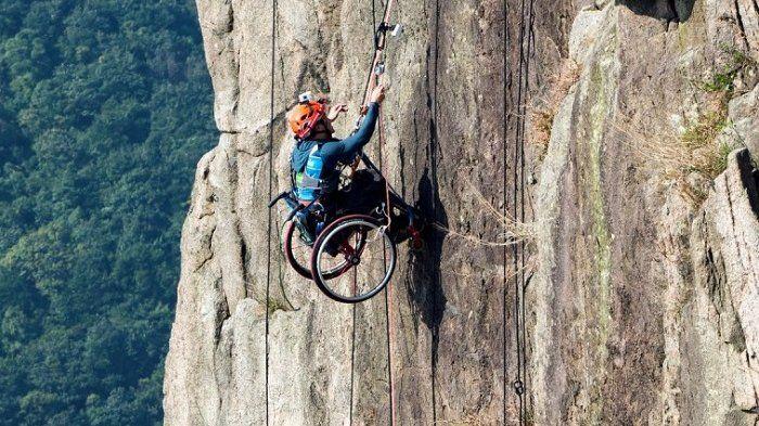 Pakai Kursi Roda, Atlet Ini Nekat Lakukan Panjat Tebing, Aksinya Sungguh Menantang Maut