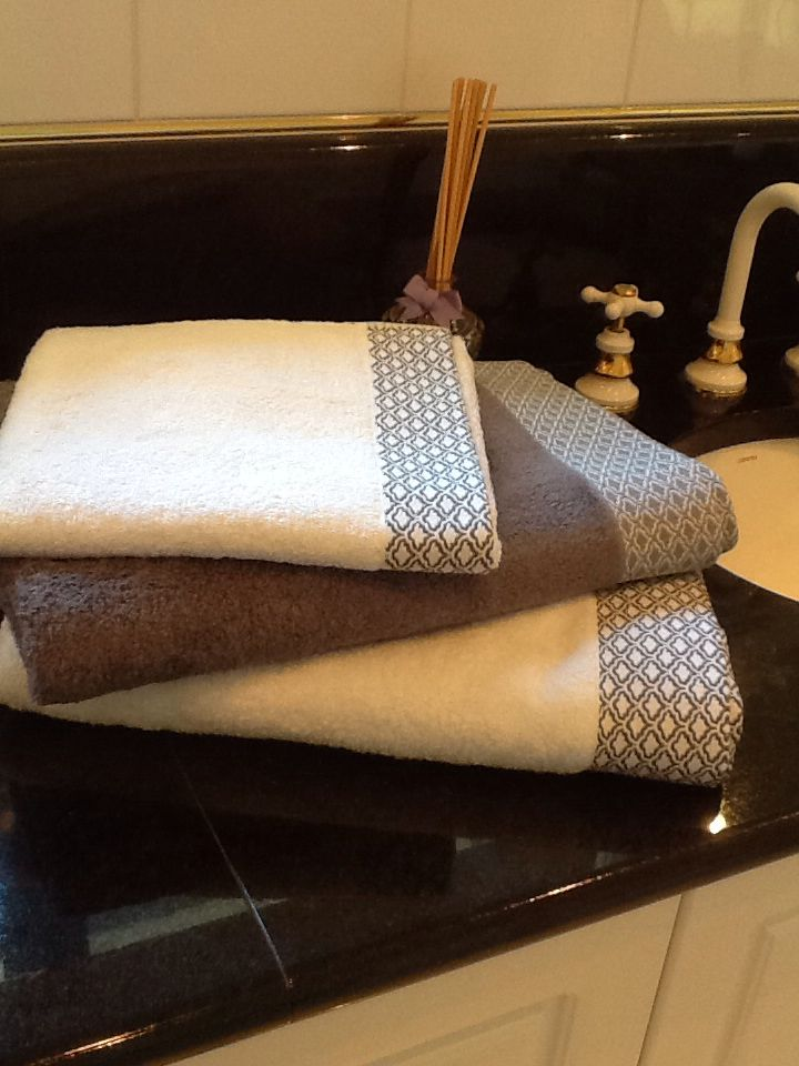 Bamboo ( 60%) and cotton bath sheets, bath towels and hand towels. The bath mats and face cloths plain. Very absorbent and a gorgeous feel!! Click to order!!