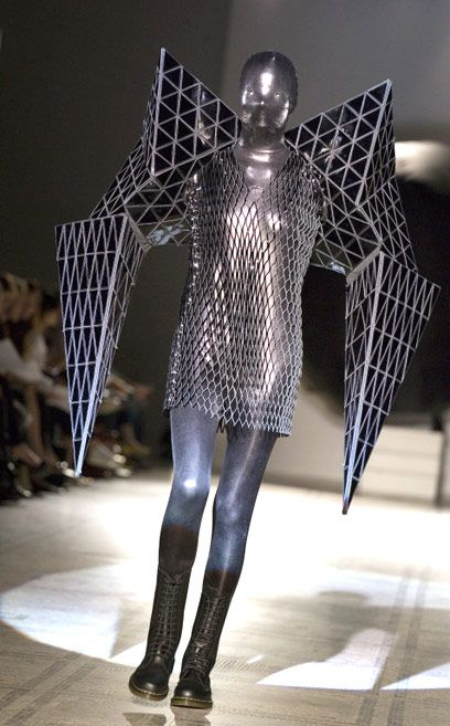 Fashion in Motion: Gareth Pugh, June 2007. l Victoria and Albert Museum #fashion #runway