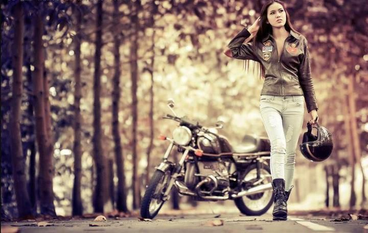 A motolady and her airhead. BMW motorrad loveliness.