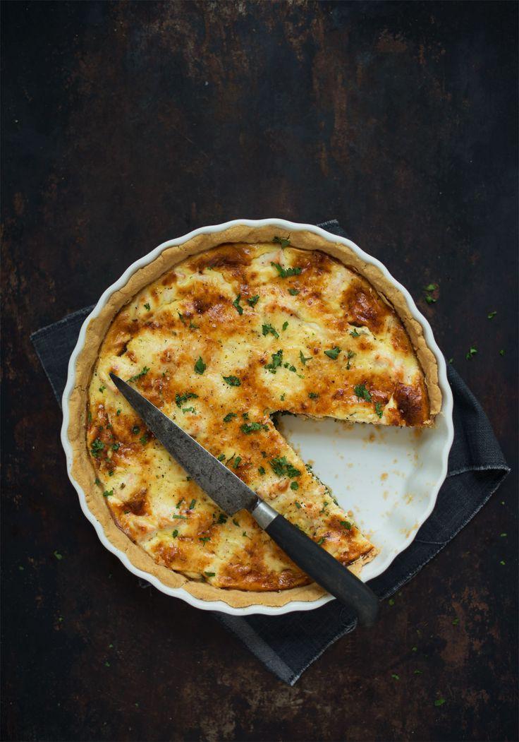 En nem og god hjemmebagt tærte med laks og spinat. Alle skridt i opskriften er vist i billeder, så det er nemt at følge med.