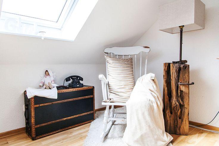 So wohnt der Norden: Auf Zeitreise mit Dagmar aus Husby - Förde Fräulein Shabby-Chic Vintage Antik Kreidefarbe Wohnen Interior Schaukelstuhl