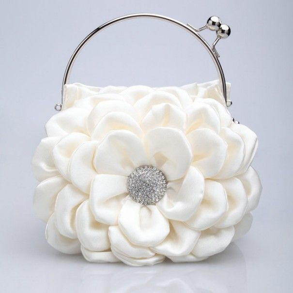 50 Fabulous & Elegant Evening Handbags and Purses ... stylish-evening-bags-20 └▶ └▶ http://www.pouted.com/?p=25491