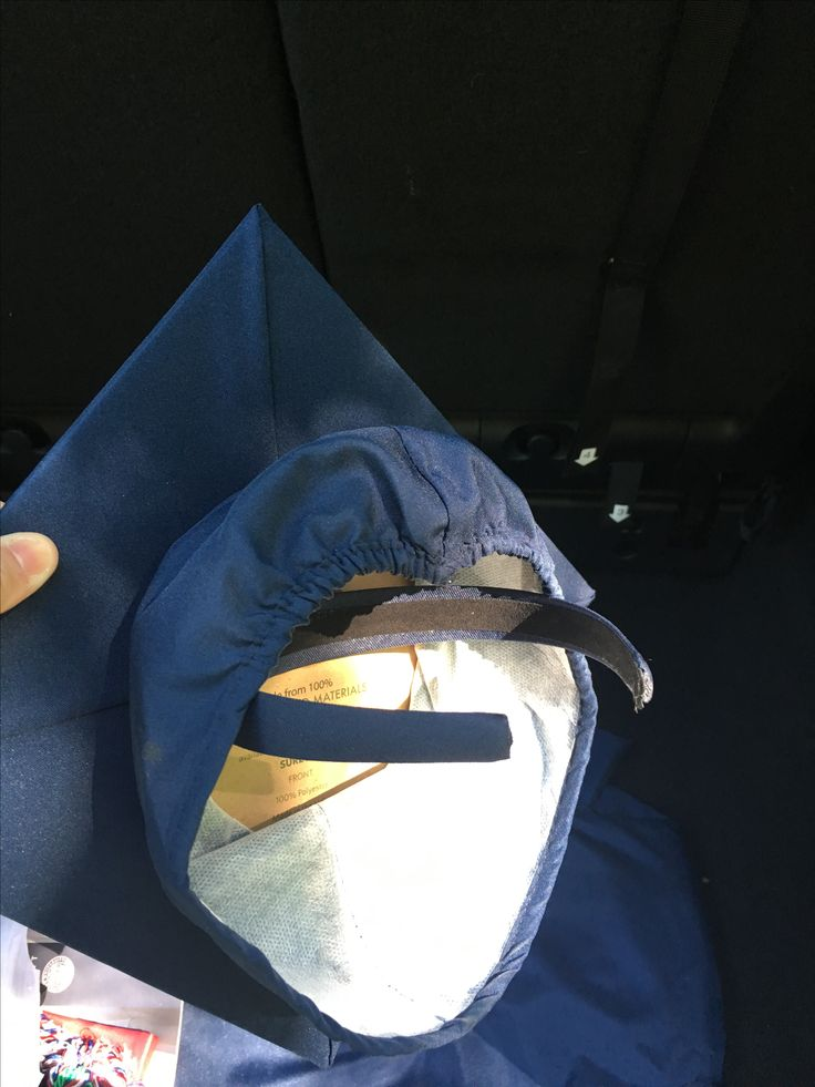 Graduation cap hack! Glued a headband with e6000 glue.  #curlyhair #graduationcap #diy #headband #graduacion
