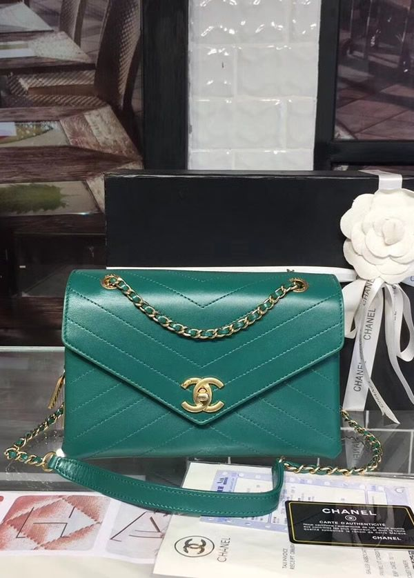 Chanel Envelope Flap Bag Green The Space Inside Is Reasonably Big But It Isn T A Bag For Transporting A Lot Of Item Chanel Flap Bag Flap Bag Chanel Handbags