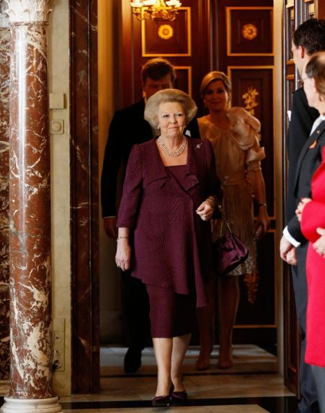 4/30/13. Queen Beatrix of the Netherlands abdicates: Thousands of Dutch turn out to see monarch sign away her throne   Mail Online
