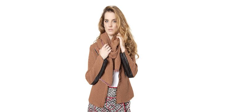 Knitted camel jacket with leather patches Lookbook Otoño / Invierno 2013 Lio de Faldas