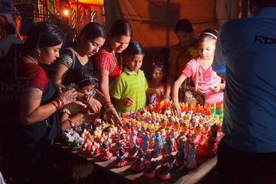 India. Orissa. Bubaneshwar. Market Scene During Ganesh Festival (photo)
