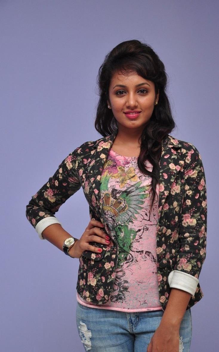 cool Tejaswi Madivada Tamil Actress Photos