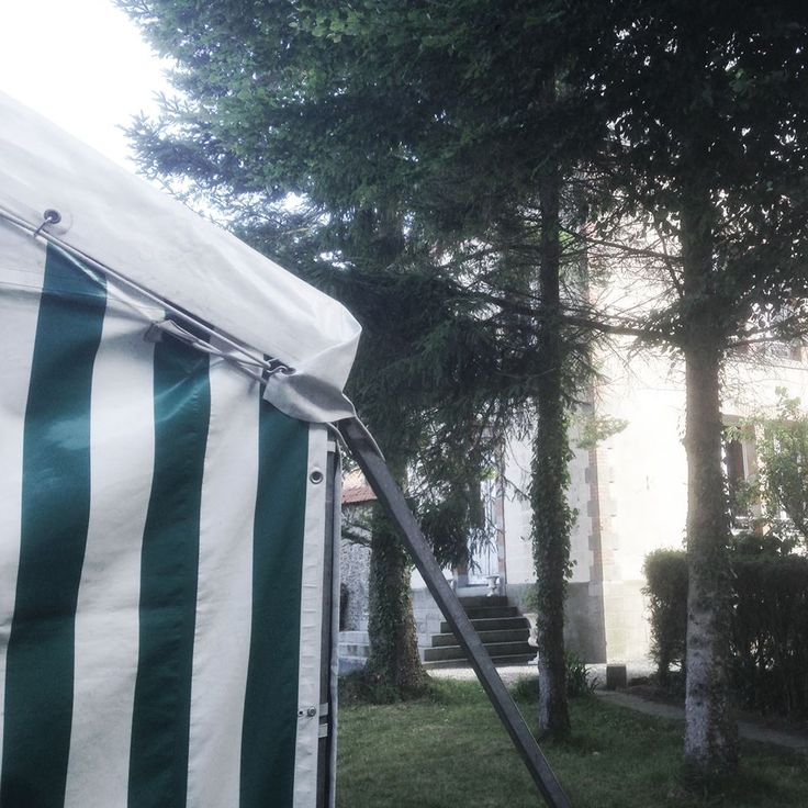 Location de Tente en Normandie à Caen : http://www.caen.tenteslemiere.com/ #Tent #Wedding #GardenParty #Stripes #Green #Garden #Tente #Jardin #Normandie