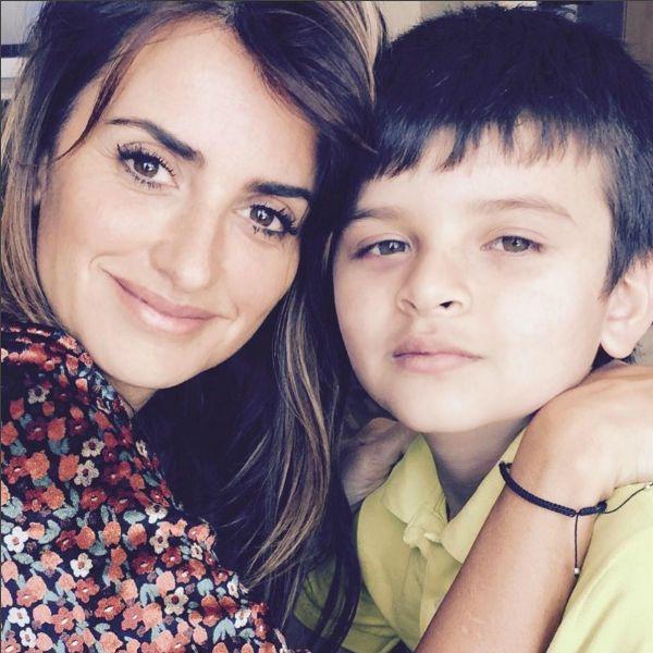 Penélope Cruz estrena su cuenta oficial de #Instagram mostrando su lado más solidario. ¿Quieres saber más?  #Modalia   http://www.modalia.es/celebrities/9056-penelope-cruz-instagram.html  #penelopecruz #instagram #actriz