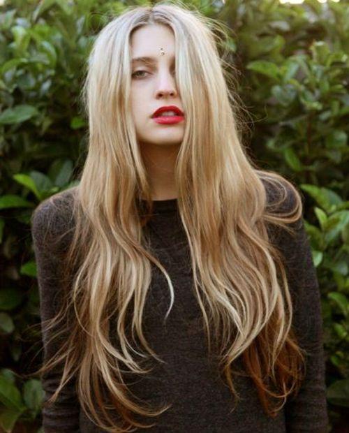 Wirklich unglaubliche lange geschichtete Frisuren für Frauen, um im Jahr 2020 glamourös auszusehen
