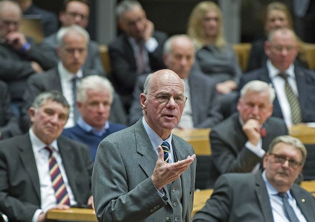 Menschen, die mehrheitlich Union, SPD, Grüne & Co wählen, sind für Parlamentspräsident Lammert nicht befähigt, mit Volksentscheiden auf die Gesetzgebung einzuwirken.        Von Marco Maier        Bundestagspräsident Norbert Lammert ist ein ganz besonderer Typus Politiker. Einer, der seinen Posten