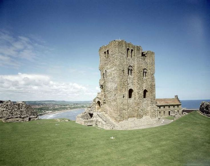 The well and the keep from the viewing platform. Scarborough castle.
