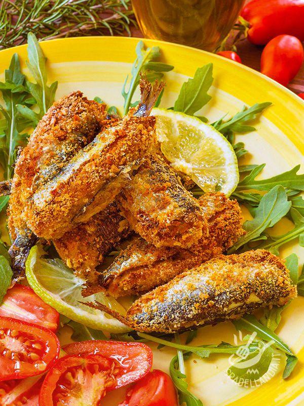Le Sardine ripiene al forno sono una preparazione veloce, gustosa e molto saporita, ricca degli aromi più squisiti del Mediterraneo.
